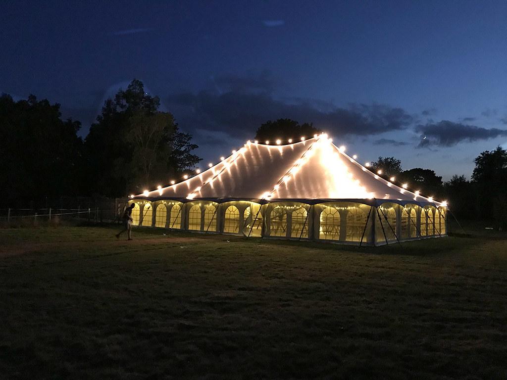 namioty weselne nocą